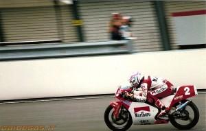 Fausto_Gresini_1993-assen-team-pileri