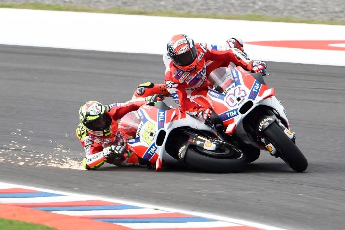 20160403_Argentine_GP_Race_Andrea_Iannone_Andrea_Dovisiozo